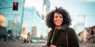Practical-Tips-to-Avoid-Frizzy-Hair-in-Summer-Days-on-digitaldistributionhub
